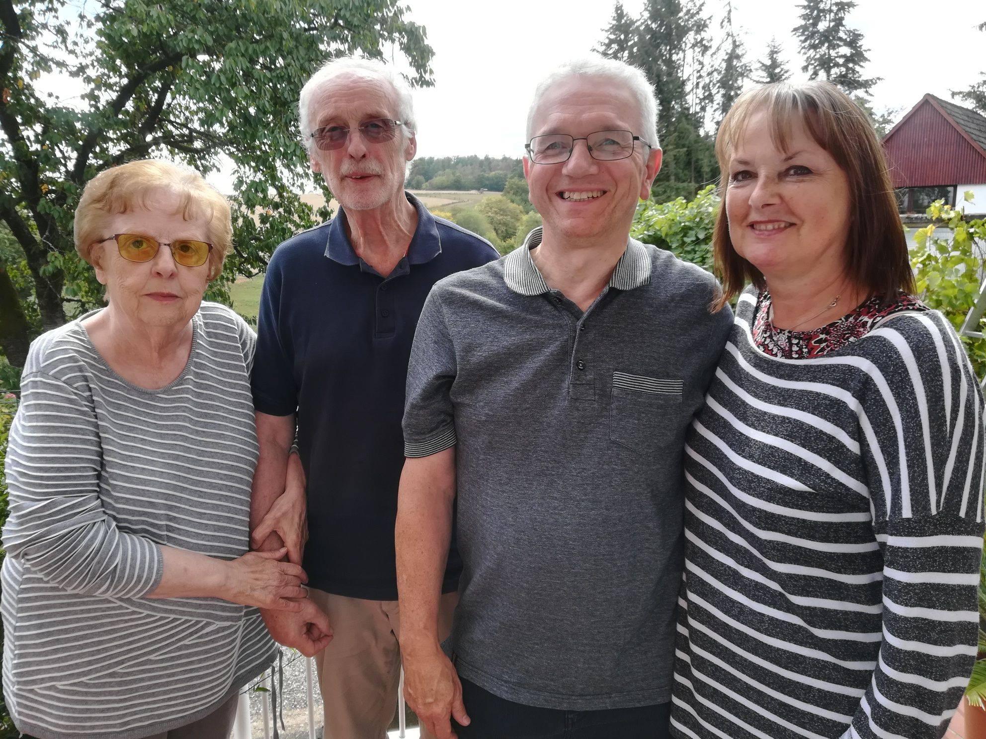 Herr und Frau Schröder mit Sally und Jerry Dyer